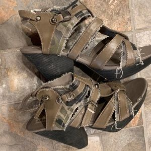 GUC Not Rated Army Green Camo  Wedge Sandals